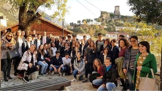 Όταν το Αρσάκειο Ιωαννίνων επισκέφθηκε το Αρσάκειο Τιράνων - Kur Arsakeio e Janinës vizitoi Arsakeion e Tiranës