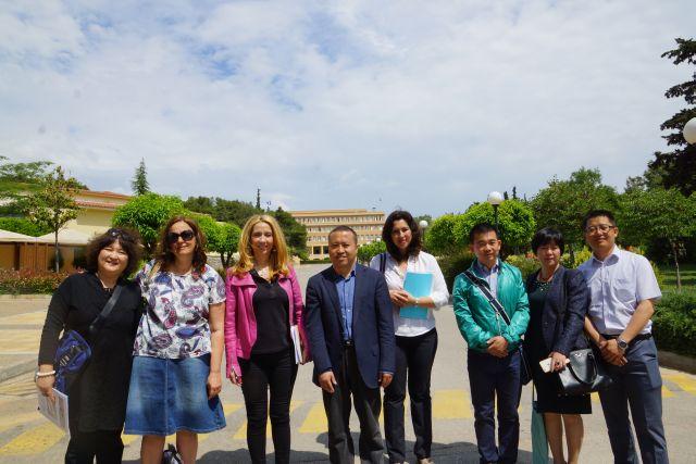 Εκπαιδευτικοί τού Πειραματικού Σχολείου Πεκίνου στα Αρσάκεια Ψυχικού