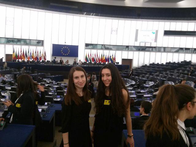 Mαθήτριες τού Λυκείου Θεσ/νίκης στο Ευρωπαϊκό Κοινοβούλιο